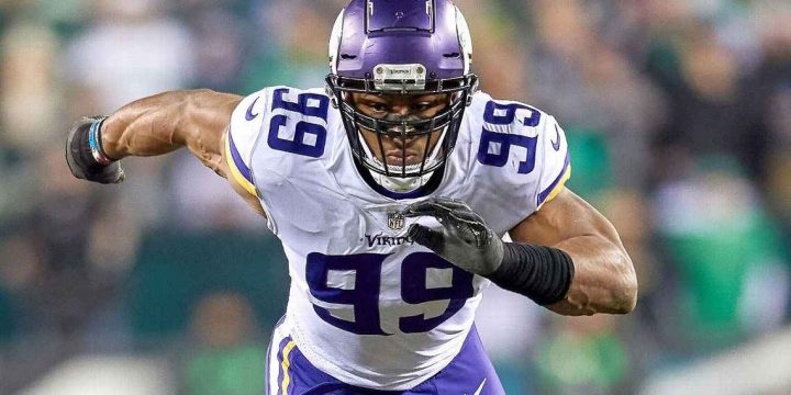 Hunter's extension shows importance Vikings place on pass-rushers