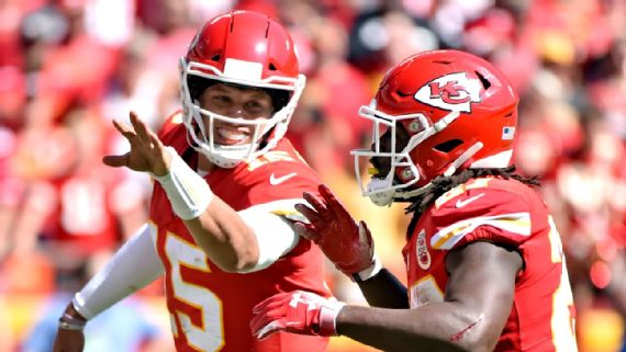 Chiefs having 'a blast' with 'Showtime Mahomes' at QB