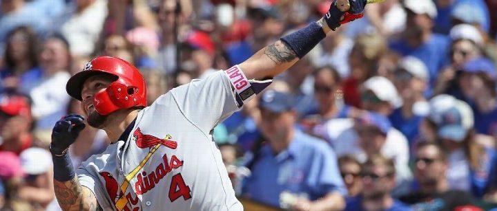 Cardinals' Molina singles in knee surgery return